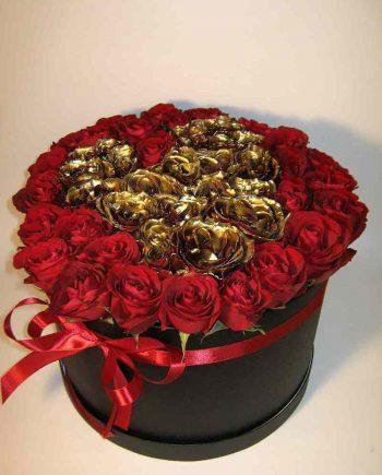 Box sa crvenim i zlatnim ružama u obliku srca