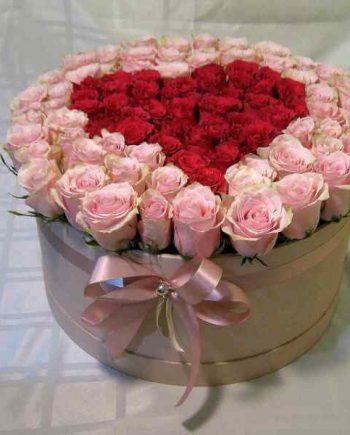 Box sa 101 roze i crvenim ružama u obliku srca