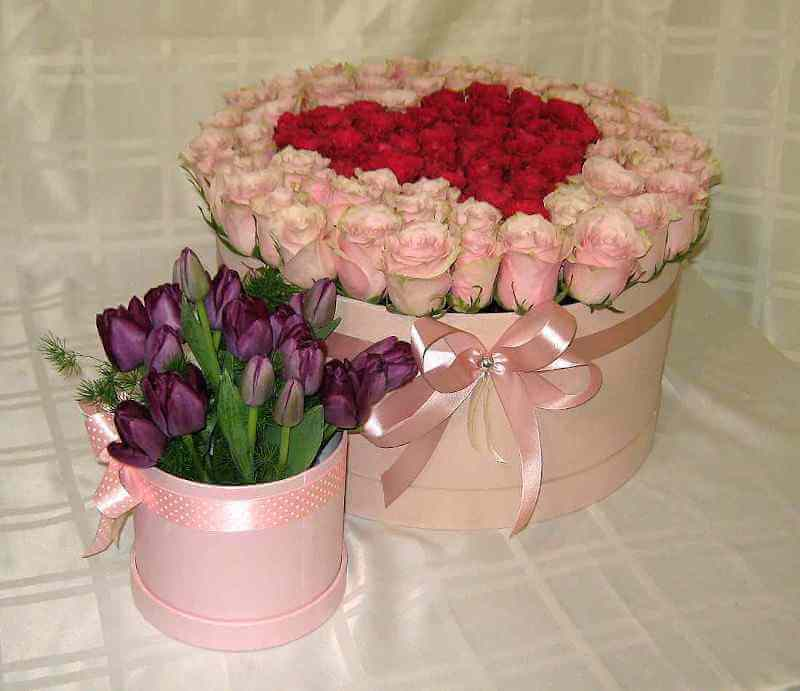 Kombinacija dva boxa sa ružama i lalama