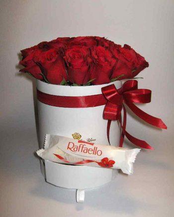 Box sa crvenim ružama i raffaello