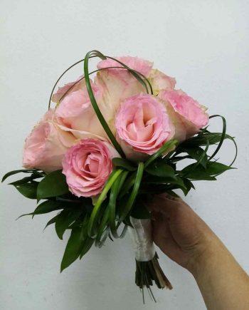 Bidermajer sa roze ružama i bergasom