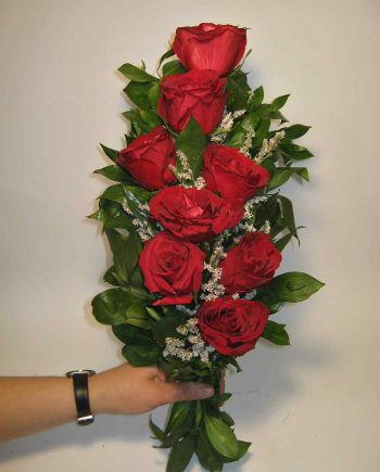 Buket za krst sa crvenim ružama