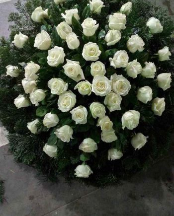 Venac sa belim ružama