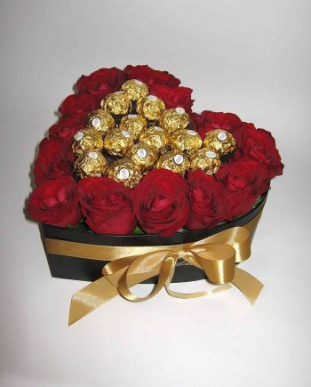 Box srce sa crvenim ružama i ferrero rocher