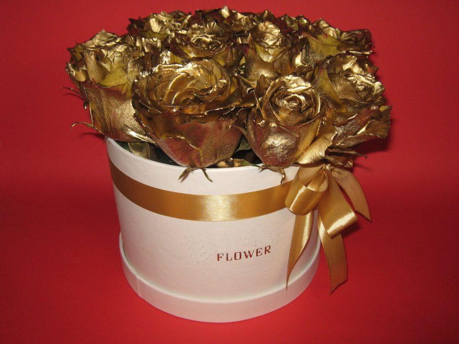 Box sa zlatnim ružama 090