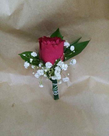Cvetić za rever crvena ruža i gipsofila