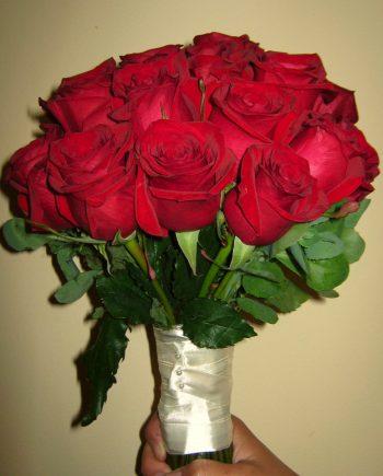 Bidermajer sa crvenim ružama