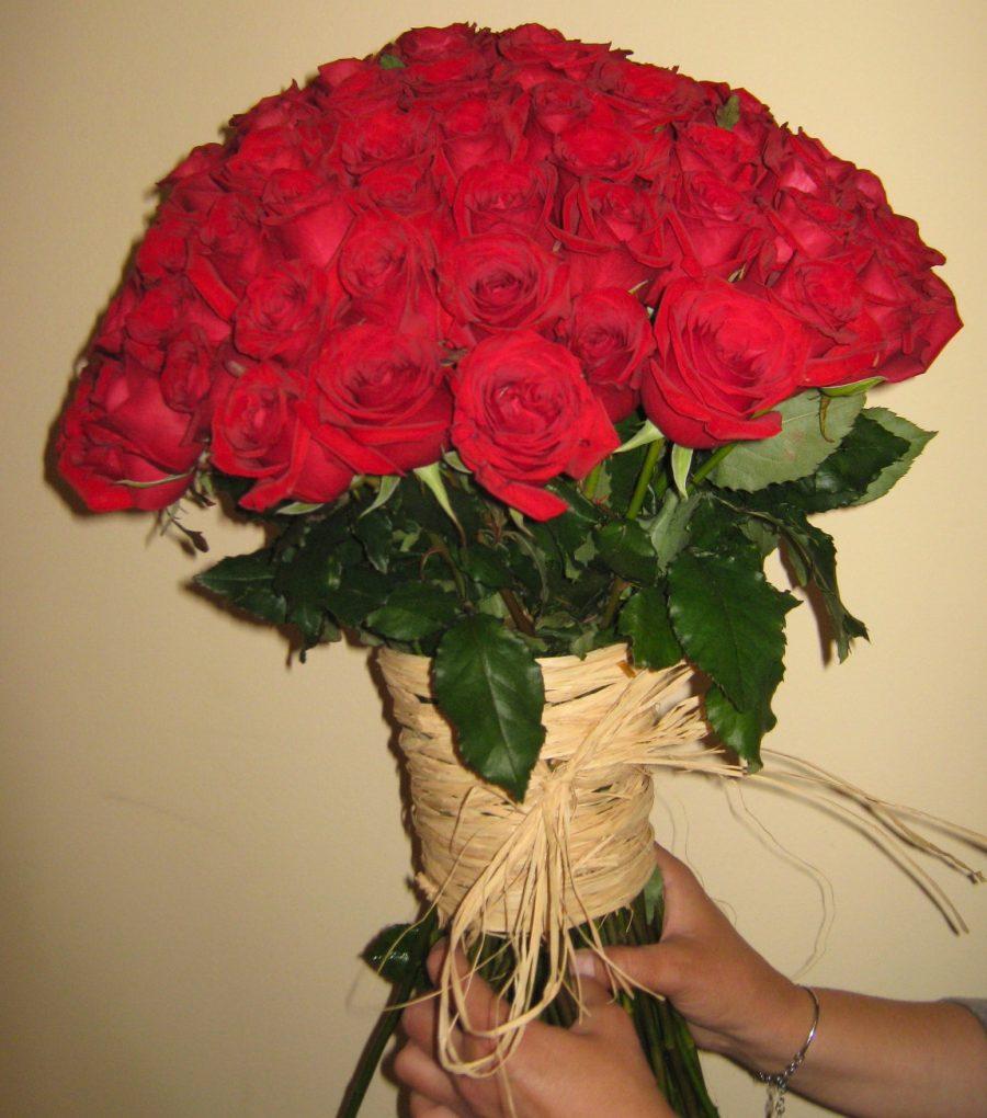 Buket sa 101 crvenom ružom