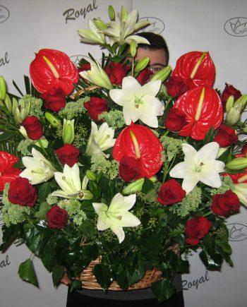 Korpa sa ljiljanom, ružom i anturijumom