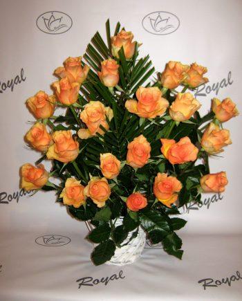 Korpa sa narandžastim ružama