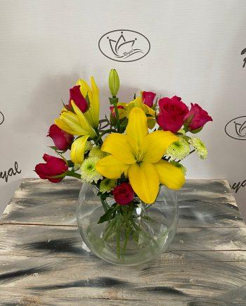 Vaza sa ružom, ljiljanom i hrizantemom 568